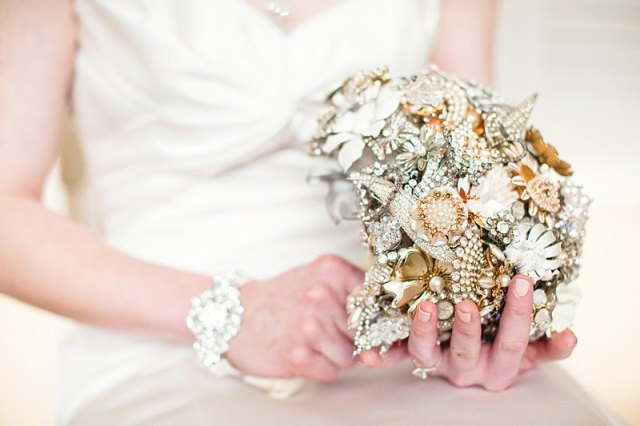 elegant-bridal-bouquet-alternative-brooch-bouquet-full